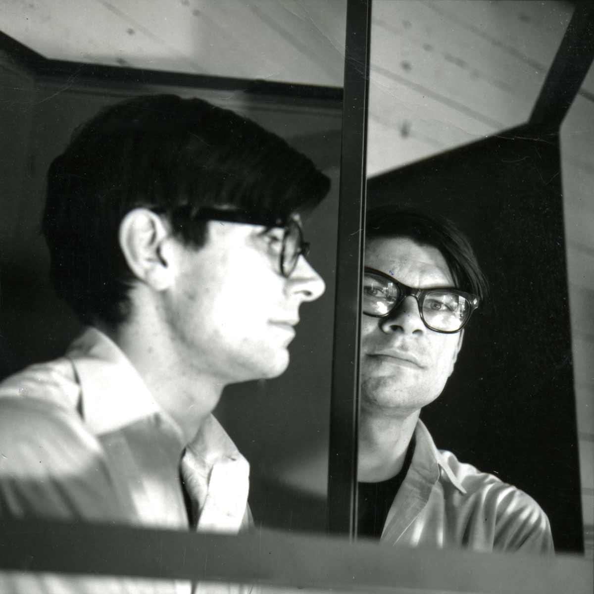 A Smithson black and white photographic self-portrait with Entantiomorphic chamber, 1966.